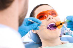 Восстановление зуба при помощи пломбы