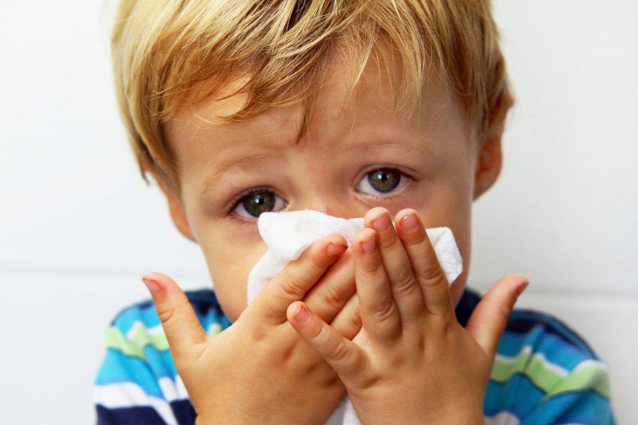 Как правильно сморкаться и лечить насморк