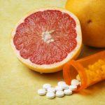 Грейпфрут нельзя сочетать с некоторыми лекарственными препаратами
