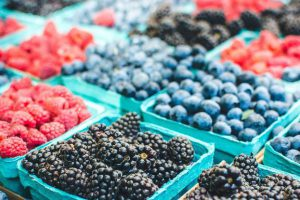 С какого возраста и какие ягоды можно давать детям