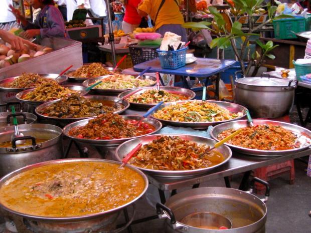 Здоровый отпуск: какие продукты питания лучше не употреблять чтобы избежать отравления