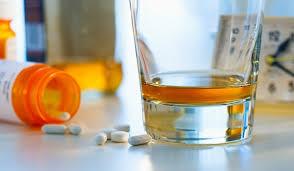 Медики рассказали, какие лекарства ни в коем случае нельзя мешать с алкоголем