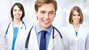 Молодым врачам разрешат выйти на работу сразу после аккредитации