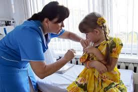 Минздрав указал на необходимость продолжения плановой вакцинации детей