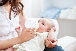 ВОЗ оценили риск передачи COVID-19 от матери ребенку