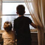 Вирусологи рассказали, почему коронавирус в целом неопасен для детей