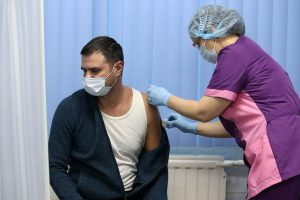 Вакцинированные заражаются в 40 раз чаще, чем переболевшие