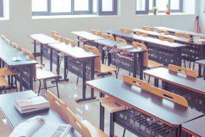Исследование показало, как снизить риск заражения COVID-19 в классах