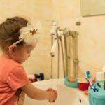Температура воды при мытье рук не имеет значения для уничтожения опасных бактерий!